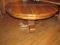 62 Table ronde en vieux bois de chêne  à rallonges