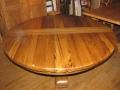 63 Table ronde en vieux bois de chêne à rallonges