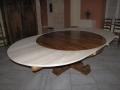 64 Table ronde en vieux bois de chêne à rallonges